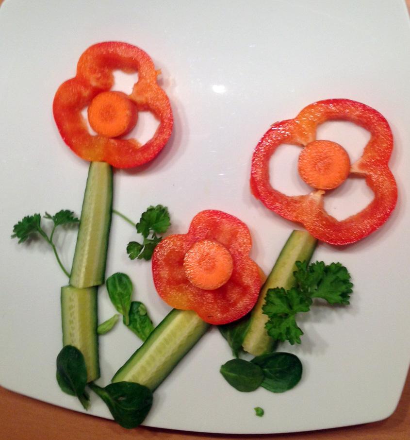 Einfache Bumen. Schnell gemacht. Au Paprika, Karotte, Gurke, Feldsalat und Petersilie.