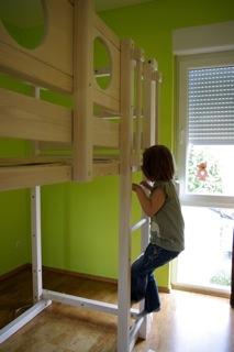 ein hochbett f rs kinderzimmer. Black Bedroom Furniture Sets. Home Design Ideas