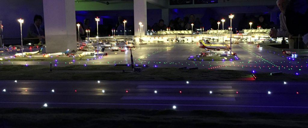 Miniatur Wunderland: Flughafen bei Nacht