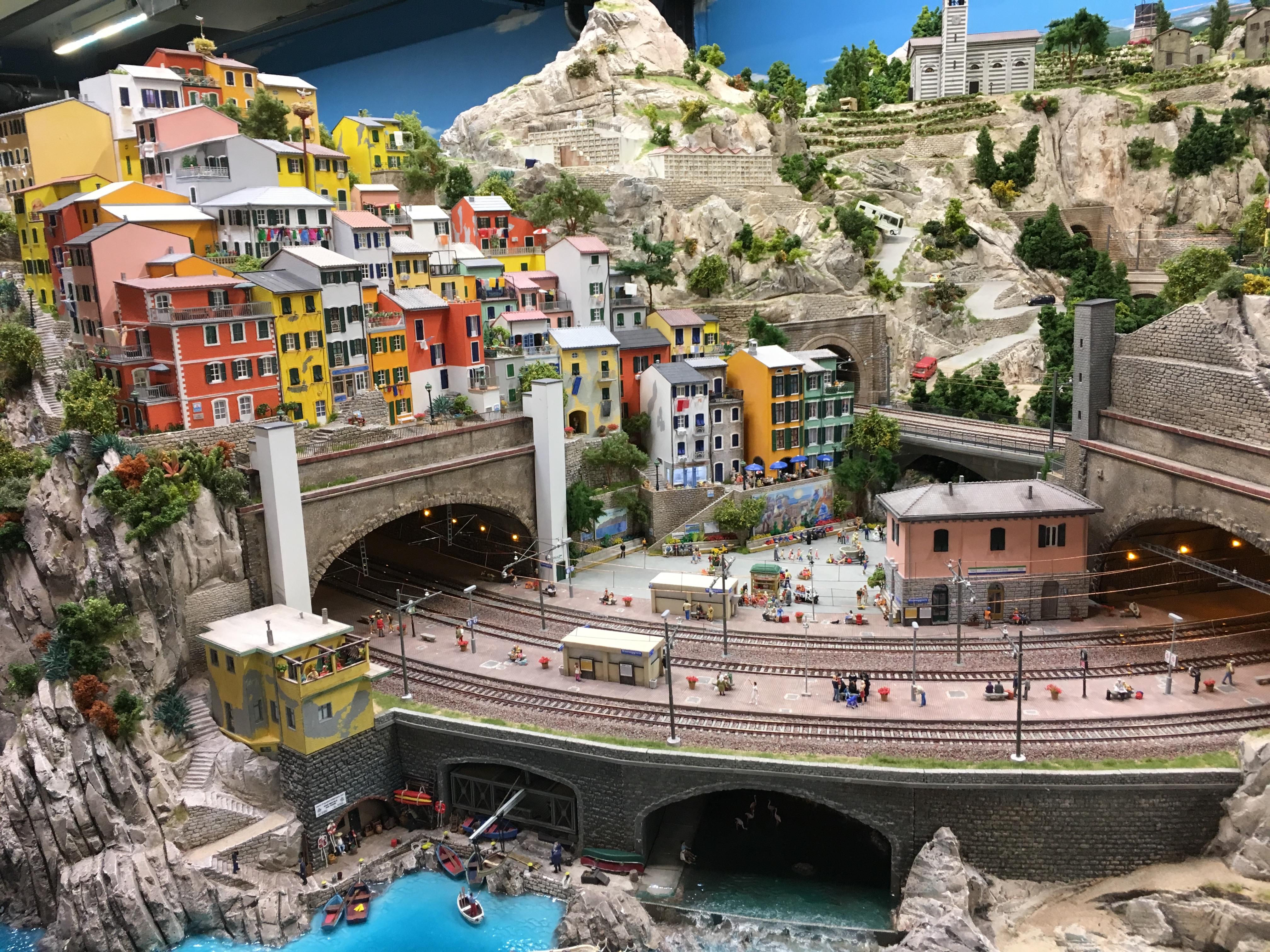 Miniatur Wunderland: Berge, Häuser, Schienen Italienabschnitt