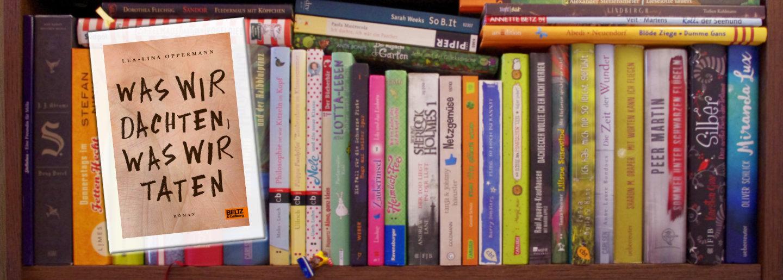 Cover was wir dachten…vor Bücherregal