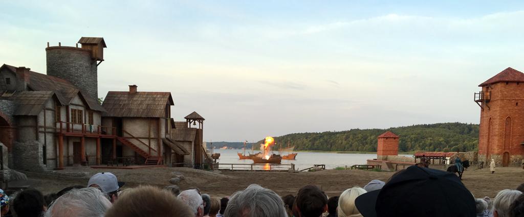 Störtebeker Festspiele: brennendes Schiff